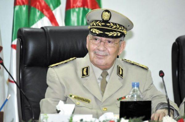 Algérie: Gaïd Salah appelle au dialogue