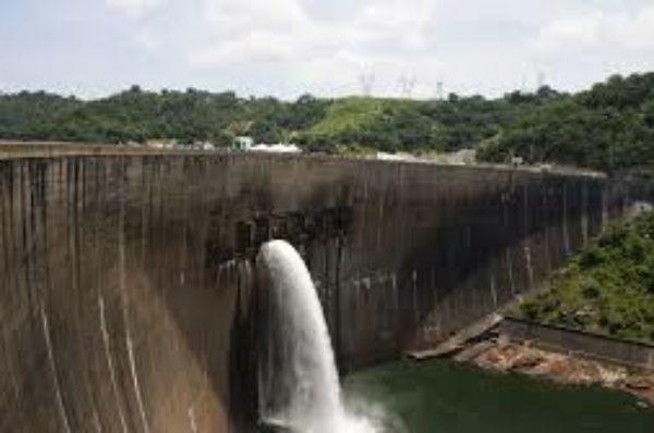 La centrale hydroélectrique de Kariba au Zimbabwe pourrait suspendre ses activités si les niveaux d'eau restent bas, a déclaré le ministre