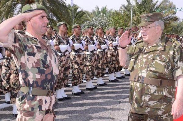 Algérie: les militaires veulent aller aux élections