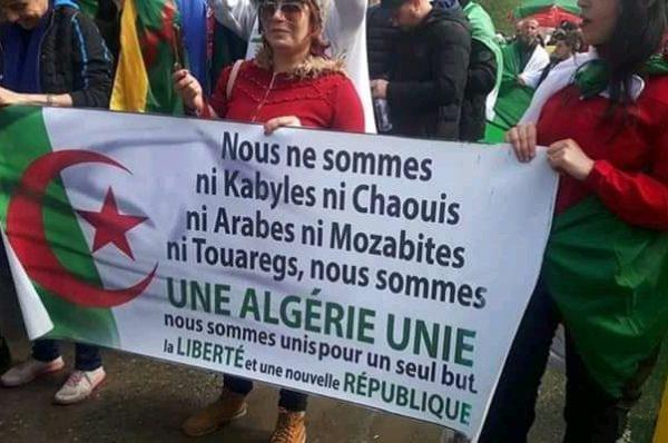 En Algérie, des organisations de la société civile se mettent d'accord pour une « transition de six mois à un an »