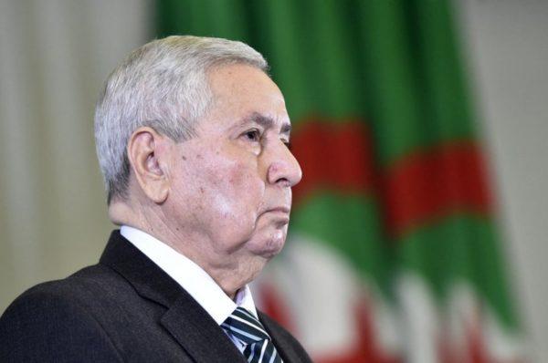 Le président par intérim algérien appelle au dialogue pour préparer de nouvelles élections