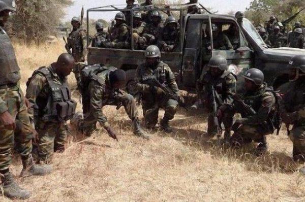 Cameroun : la crise anglophone en débat en France