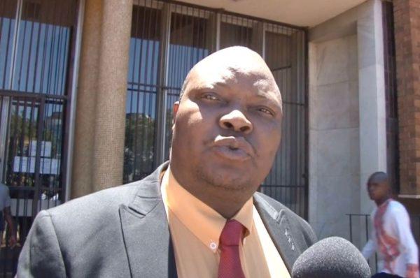 Un député de l'opposition zimbabwéenne comparaîtra devant un tribunal à l'écart de la capitale