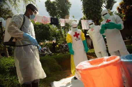 ©MARIA SANTTO / FINNISH RED CROSS / IFRC HANDOUT/EPA/MAXPPP – epa07624732 A handout picture provided by the International Federation of Red Cross and Red Crescent (IFRC) shows a Red Cross Safe and Dignified Burial team (SDB) responding to an alert from family members who have lost a loved one suspected of having died of ebola, in Beni, The Democratic Republic Of The Congo, 02 June 2019 (issued 04 June 2019). The team responds to alerts of suspected ebola deaths and of all unidentifiable deaths.  EPA-EFE/MARIA SANTTO / FINNISH RED CROSS / IFRC HANDOUT  HANDOUT EDITORIAL USE ONLY/NO SALES (MaxPPP TagID: maxnewsfrfour253841.jpg) [Photo via MaxPPP]
