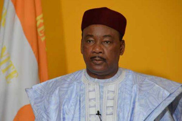 Sur le départ, le président du Niger appelle à ne pas « tripoter » les Constitutions