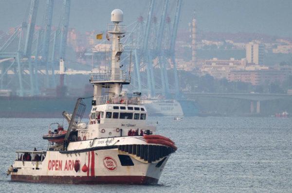 Madrid propose d'accueillir l'Open Arms en Espagne, l'ONG juge la traversée «irréalisable»