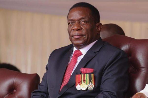 Le président zimbabwéen déclare que l'Occident sanctionne un «cancer» menaçant l'économie