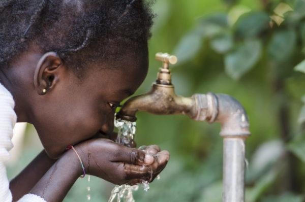 L'Afrique du Sud distribue de l'eau pour économiser des ressources en baisse