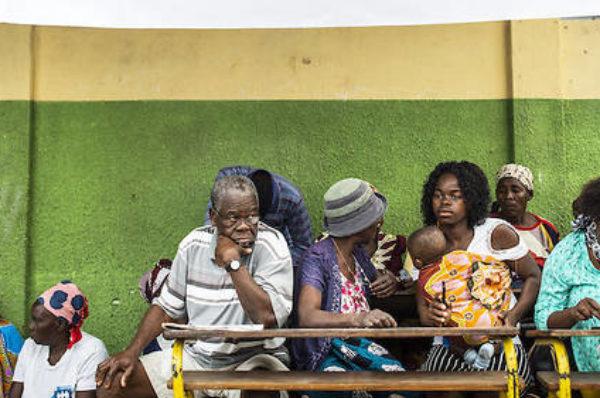 Le président mozambicain loue la paix, met en garde l'opposition selon un sondage tendu