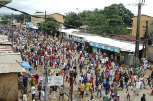 Guinée : des milliers de personnes de nouveau dans la rue « contre un troisième mandat » d'Alpha Condé