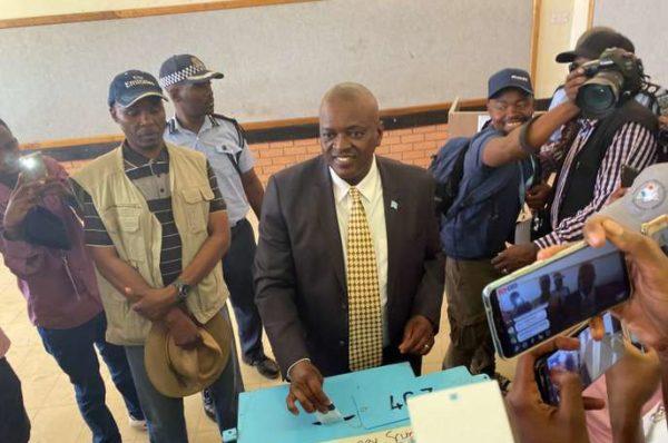 Masisi du Botswana conserve la présidence alors que le BDP remporte les élections