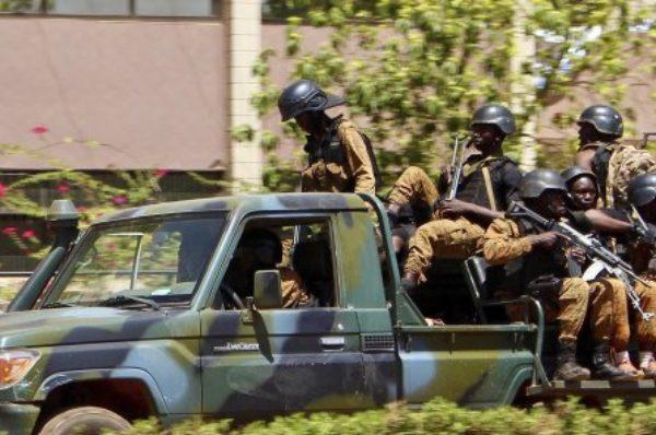 Burkina : 16 personnes tuées dans une mosquée, un millier de manifestants contre le « terrorisme »