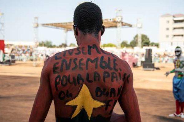 Au Burkina, face à l'impuissance des autorités à enrayer le cycle des violences, des citoyens s'engagent