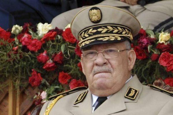 Algérie : le général Gaïd Salah se réjouit de « l'élan populaire » pour la présidentielle