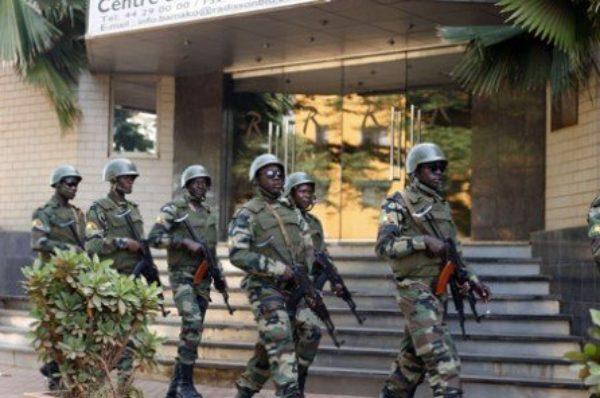 Mali : plusieurs milliers de personnes réunies à Bamako pour soutenir l'armée