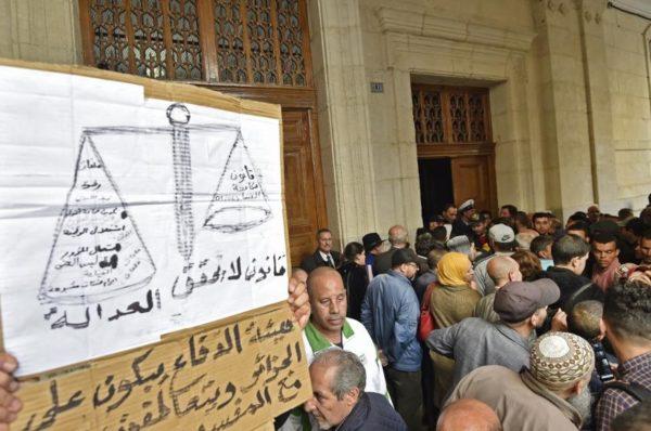 Procès de l'argent sale en Algérie: la défense menace de boycotter