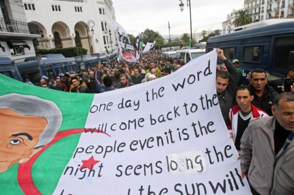 Algérie: vendredi de manifestations malgré la main tendue du président