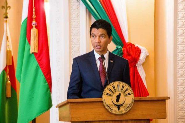 Le président de Madagascar dit que deux législateurs sont morts de COVID-19