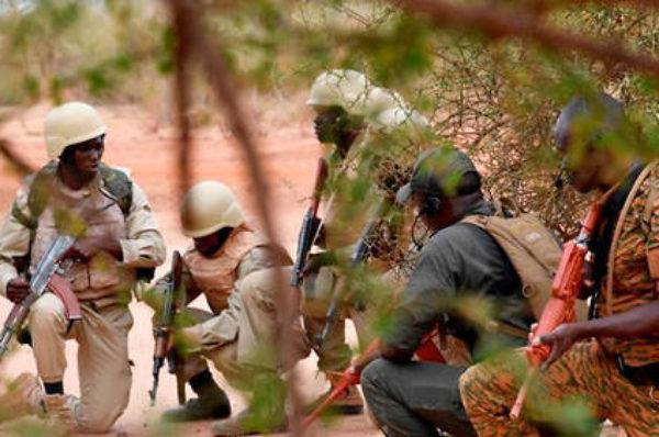 Le Burkina se débat entre deuil, combats et messages de solidarité