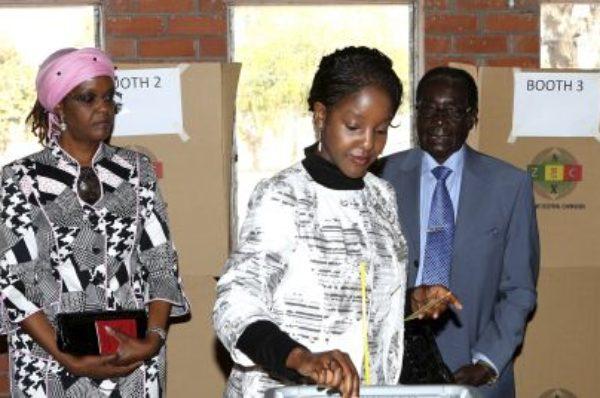 Un tribunal du Zimbabwe désigne une fille de Mugabe pour identifier ses avoirs