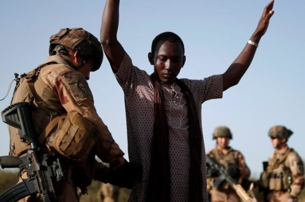 Sahel : la France annonce des moyens supplémentaires pour l'opération Barkhane