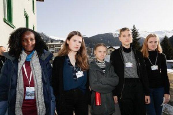 « J'ai compris la définition du mot racisme » : la militante Vanessa Nakate rognée d'une photo au Forum de Davos