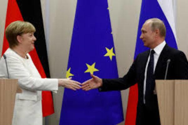 La chancelière allemande Merkel a annoncé que Berlin accueillera les pourparlers de paix en Libye
