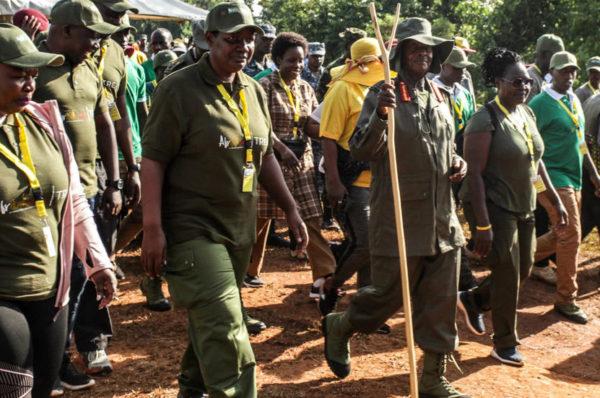 Le président ougandais va marcher six jours dans la jungle, dans les pas de son ex-guérilla