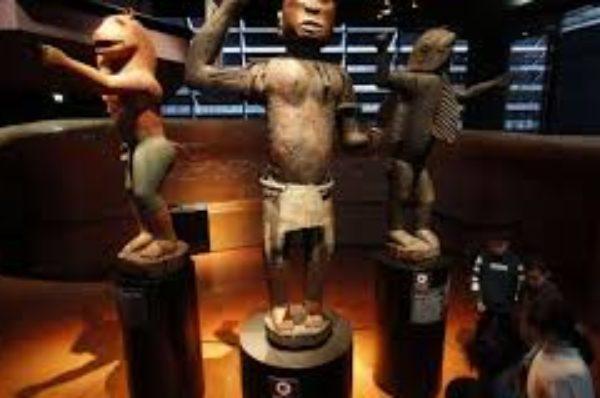 Retour au Bénin de vingt-huit objets appartenant aux anciens rois d'Abomey