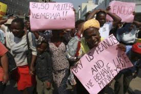 Les fonctionnaires du Zimbabwe rejettent l'offre du gouvernement de doubler les salaires