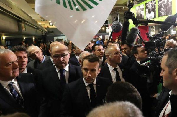 Massacre au Cameroun : Emmanuel Macron dénonce « des violations des droits de l'Homme »