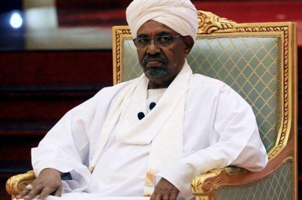 Soudan: des ONG appellent à la remise «immédiate» de Béchir à la CPI