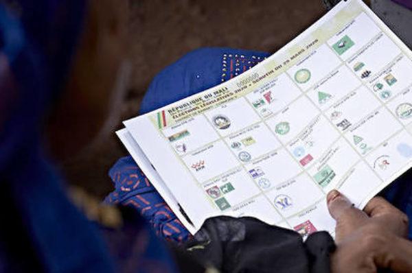 Mali : un dimanche de vote surréaliste