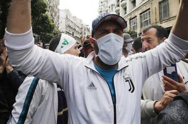 Algérie : en 2021, le Hirak veut toujours «mettre fin à la gouvernance du régime»