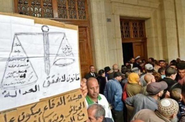 Lourdes peines de prison pour deux anciens premiers ministres de l'ère Bouteflika