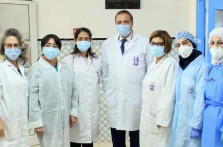 L'équipe du laboratoire de microbiologie de l'hôpital Charles-Nicolle de Tunis, le 15 avril 2020. © DR