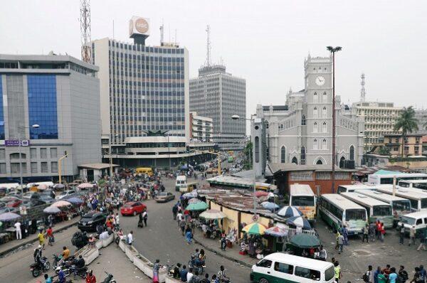 Chute des cours du pétrole: une aide de 3,4 milliards de dollars du FMI pour le Nigeria