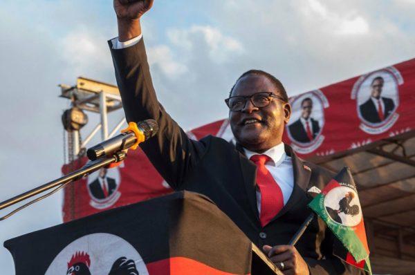 Chakwera du Malawi promet une répression de la greffe lors d'une inauguration modérée au milieu d'un virus
