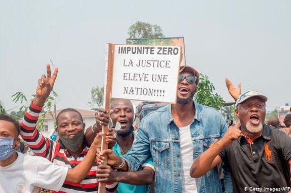 Félix Tshisekedi coincé entre le marteau et l'enclume