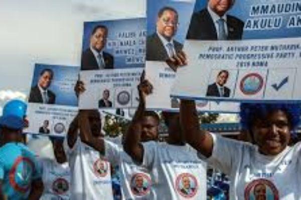 Un an après la présidentielle annulée, le Malawi retourne aux urnes