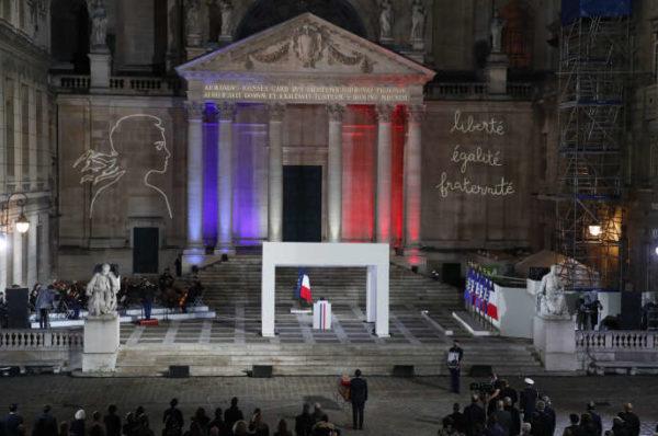 Alger fustige « une campagne virulente » contre l'islam après les propos d'Emmanuel Macron