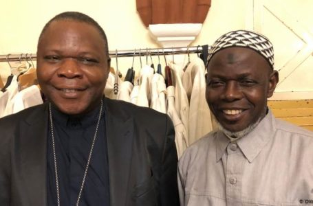 Le cardinal Nzapalainga et l'imam Layama Kobine, en mars 2019 à Bangui.
