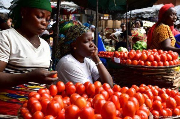 Les Ivoiriens font des stocks de nourriture avant l'élection