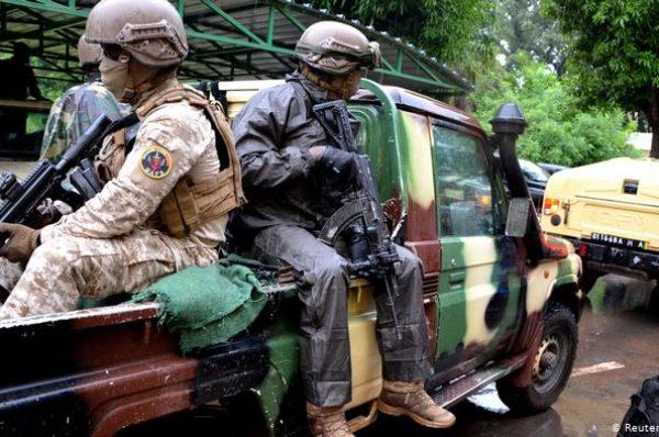 L'armée malienne à Farabougou, village assiégé par des djihadistes
