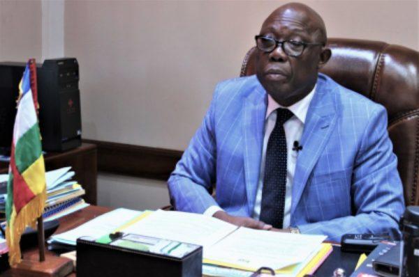 Félix Moloua :  « Nous ne pouvons pas construire des infrastructures avec des dons  !  »