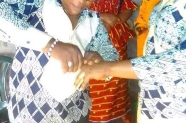 Au Gabon, deux femmes arrêtées pour avoir simulé un mariage gay et s'être embrassées en public