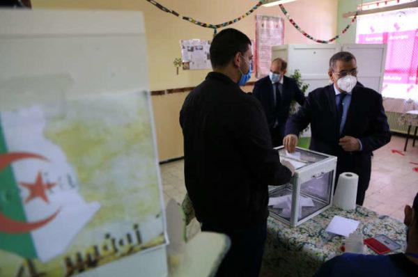 Réforme constitutionnelle en Algérie : victoire du «oui» malgré une abstention record