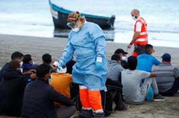 Sur les îles Canaries, les arrivées massives de migrants africains font craindre l'apparition d'une « nouvelle Lesbos »