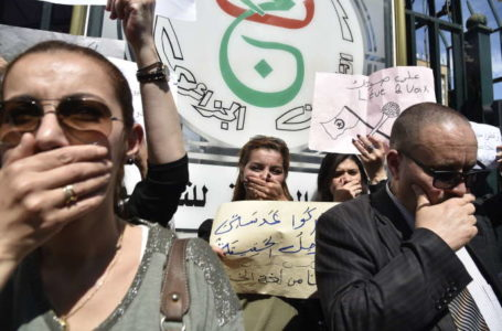 Manifestation à Alger, le 15 avril 2019, contre la censure qui s'exerce contre le médias. RYAD KRAMDI/AFP