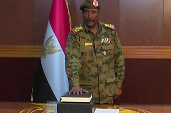 Au Soudan, les militaires ont toujours la haute main sur l'économie et la politique étrangère